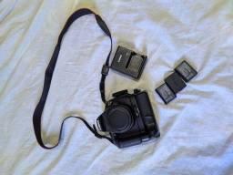Canon T5 + lente 18-55mm + grip com duas baterias extras