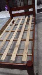 Cama de solteiro em madeira maciça