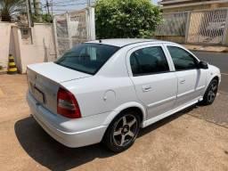 Título do anúncio: Gm Astra Sedan 1.8 GL álcool original, troco por veículo de maior valor