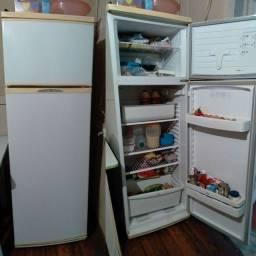 Eu vendo uma geladeira em bom estado