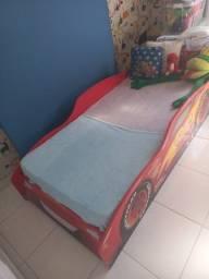 Cama infantil com colchão