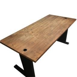 Mesa para escritório em madeira rústica