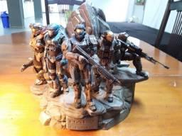 Título do anúncio: Estátua Halo Reach Noble Team com 5 Bonecos - Edição Lendária + Caixa de itens diversos