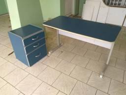 Mesa e gaveteiro