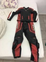 Vendo macacão texx sniper duas peças com bota luva e capacete R$ 3,500