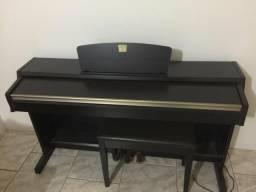 Piano Yamaha (elétrico)