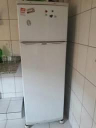Vendo geladeira dako semi nova e fogão
