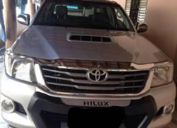 Toyota Hilux 2011/2012, Caminhonete de 2° dono - 2011