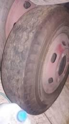 Roda 710 com pneus