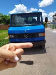 Caminhão Mercedes 709