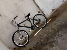 Bicicleta aro 26 freio a disco marcha tudinho pegando