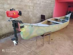 Canoa canadense com motor rabeta vertical