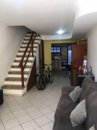 COD: V519 Bela casa em condomínio com canal