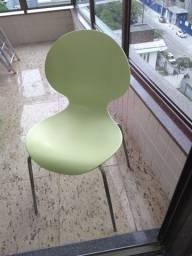 Cadeiras em polipropileno