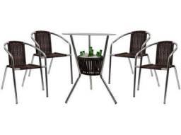 Mesa com 4 cadeiras de jardim USADA