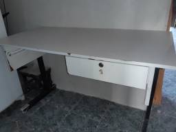 Escrivaninha venda/troca numa menor