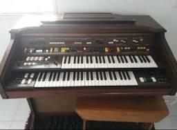 Órgão Yamaha  (obs instrumento  em PRESIDENTE FIGUEIREDO  Am)