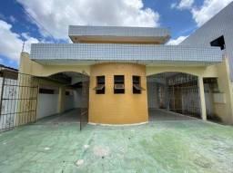 COD C-35 Casa no Bairro do Cristo com 5 quartos bem localizada.