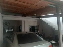 Casa 2 quartos, terraço  e garagem.
