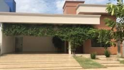 Casa de alto padrão em condomínio fechado