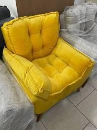 Título do anúncio: Poltrona Veludo Amarela - Disponível para entrega