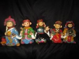 5 bonecos de macaquinhos