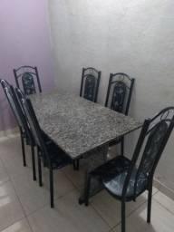Vendo uma mesa todo de mármore com 6 cadeiras