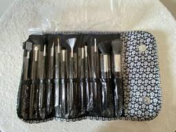Pincel Kit com 12 Pinceis com estojo para Maquiagem