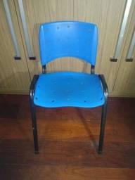 Cadeira secretária plástico armação em ferro