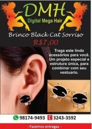 Brinco black cat sorriso apenas 7,00