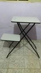 Mesa de projetor e notebook. Visograf