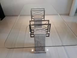 Linda mesa de jantar em vidro com base travertino
