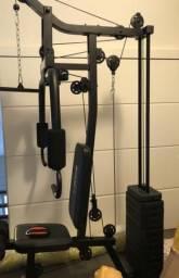 Estação aparelho de musculação