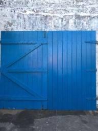 Portão de madeira ipê reforçado