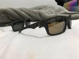 Óculos oakley.