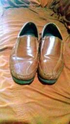 Sapato de couro semi-novo