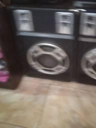 2 caixas de som com jogo de Leds