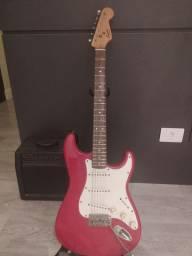 Guitarra Squier Fender Stratocaster + Amplificador GT150 + TRIPÉ