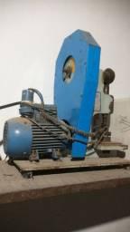Máquina arribitadeira de colocar botão ou cantoneira