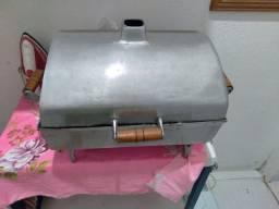 Churrasqueira de alumínio grande com pe
