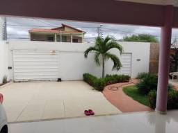 Casa com 4/4 mobiliada disponível para aluguel. Bairro Caminho do Sol.