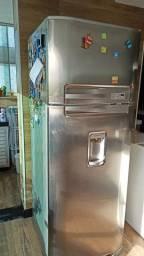Geladeira Eletrolux dúplex inox com dispenser de água