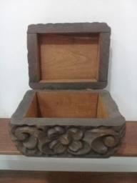 Título do anúncio: Porta Jóias ou caixa em madeira talhada anos 70