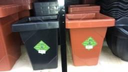 Título do anúncio: Temos vaso de plástico elegance Quadrado tamanho 4,5L somente 12 reais a unidade