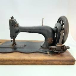 Título do anúncio: Máquina de costura antiga