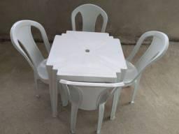 Alugo mesas e tina
