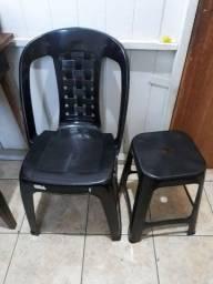 Título do anúncio: 1 cadeira e 1 banco de plástico semi novos
