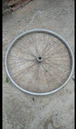 Roda dianteira de alumínio para bicicleta aro 26 super conservada aceito cartão