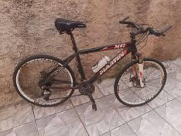 Vende se Bicicleta Aro 26. Quadro alumínio e toda Shimano