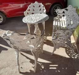 Jogo de mesas e cadeiras Samambaias relíquia